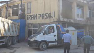 Yüksekovada dere üzerinde bulunan İran Pasajı yıkıldı