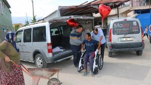 El arabasıyla gezen engelli Asım'a yardımseverlerden akülü araba hediyesi