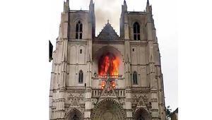 Katedral yangınında kundaklama şüphesi
