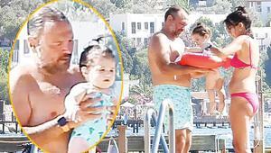 Ali Sunal ailesi ile tatilde... Plajda ilgi odağı