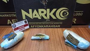 Araçta uyuşturucuya 4 tutuklama