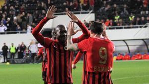 Gençlerbirliği lige tutunmayı başardı Gol yükünü Stancu-Sio ikilisi çekti...
