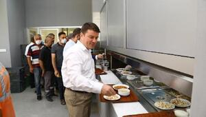 Aksaray Belediye Başkanı, işçilerle yemek yedi