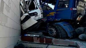 Kontrolünden çıkan kamyon adeta dehşet saçtı Kaza anı kamerada