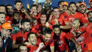 Başakşehirde 13 futbolcu ilk kez şampiyonluk yaşadı