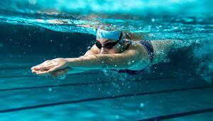Havuz veya denizde gözlerimizi korumak için 5 öneri
