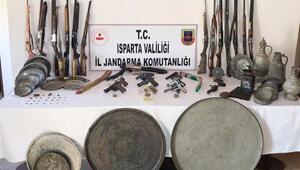 Ispartada ruhsatsız silah ve tarihi eser operasyonu