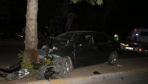Lastiği patlayan otomobil ağaca çarptı: 1 yaralı