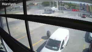 Hafriyat kamyonunun kopan tekeri park halindeki araçlara çarptı