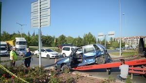 Minibüsle çarpışan otomobilin sürücüsü öldü