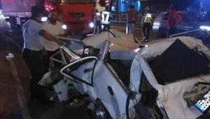 TIRın çarptığı otomobil hurdaya döndü: 1 ölü, 2 yaralı