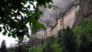 Trabzonda Sümela Manastırı ve Ayasofya Camii yarın ziyarete açılıyor