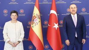 Çavuşoğlu'ndan İspanyol mevkidaşına anında müdahale: Ayasofya ortak ibadet evi olamaz