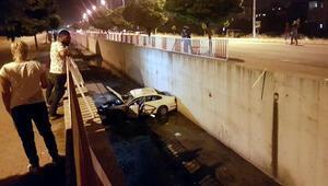 Sulama kanalına düşen otomobildeki 2 kişi yaralandı