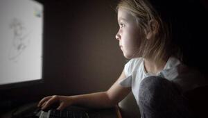 Ebeveynler çocukları eğlensin diye cihazlardan yararlanıyor