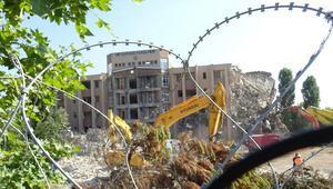 Silivri depreminden etkilenen İÜC Veteriner Fakültesinin yıkımına başlandı
