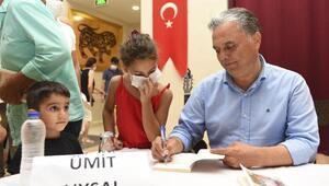 Başkan Uysal, kitap kurtlarıyla buluştu