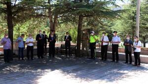 Çankırı Valisi Ayaz, şehit mezarlarını ziyaret etti