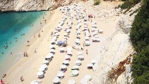 Sıcak denizlerde tatilci bereketi