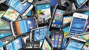 Akıllı telefon pazarındaki daralma sürüyor