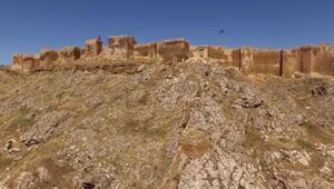 Bayburt Kalesinde tarihi kalıntı ve eserlere ulaşıldı