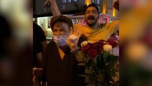 Fatih Ürek'e Alaçatı'da çiçekçiler ve sokak çalgıcılarından 'Hadi Hadi' şov...