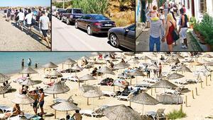 Yerli turist Bozcaada'ya koştu, kilometrelerce feribot kuyruğu oluştu Adadaki fiyatlar katlandı