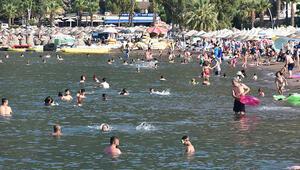 Marmariste bayram tatilini uzatanlar plajları doldurdu