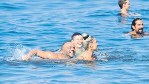 Semih Şentürk ve eşi Pınarın deniz keyfi