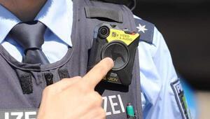 Almanya'da polisler vücut kamerasıyla devriye gezecek