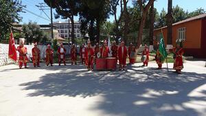 Mehteran takımında, emekliler ile öğrenciler bir arada