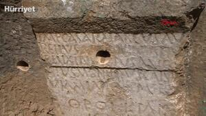 1800 yıllık yazıt, definecilerin kurbanı oldu