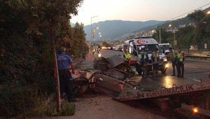 Bursa'da otomobil ikiye bölündü Can pazarı yaşandı: 2'si ağır 5 yaralı