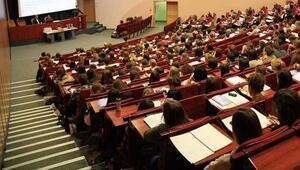 Üniversiteler ne zaman açılacak Öğrenciler YÖKün açıklamasına kilitlendi