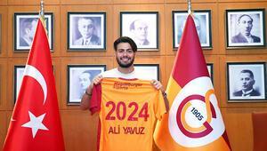 Galatasaraylı Ali Yavuz Kol: Umarım bu imza, bu çatı altında atılacak birçoklarının ilki olacak