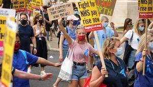 Londrada hemşireler ve sağlık çalışanlarından protesto eylemi