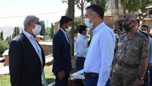 Bitlis Valisi Çağatay, meydana gelen depremin ardından muhtarlarla bir araya geldi
