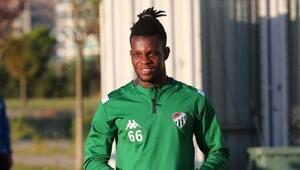 Bursaspor'da bir ayrılık daha Mamadou Diarra sözleşmesini feshetti..