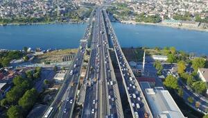 Haliç Köprüsündeki ikinci etap çalışmaları trafiği kilitledi