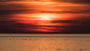 Güneş batarken ve doğarken neden kırmızı görünür