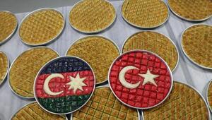 Azerbaycana bayraklı baklava ile destek oldu