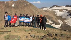 Yeni rotadan Süphan Dağıda tırmandılar