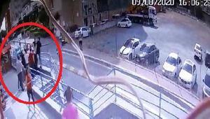 Esenyurtta rezidans önündeki kavga kamerada; 1 yaralı