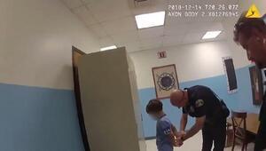 Bu görüntüler infial yarattı... ABD polisinden engelli çocuğa ters kelepçe
