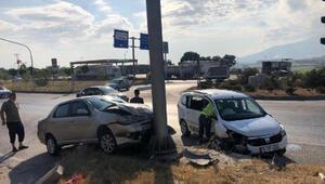 Bursada çarpışan araçlar refüje çıktı: 3 yaralı
