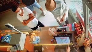 Arnavutköyde el çabukluğuyla kuruyemişçiyi 600 lira dolandırdılar