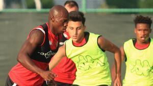 Dever Orgill, yeni takımı Antalyaspor ile antrenmanlara başladı