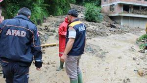 Sürmenede sel ve heyelan; mahsur kalan 2 kişi kurtarıldı
