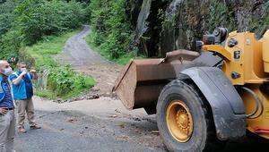 Sürmenede sel ve heyelanda kapanan köy yolları ulaşıma açıldı