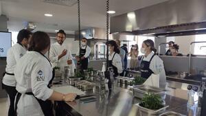 Danilo Şef aşçı adaylarına risottonun püf noktalarını verdi